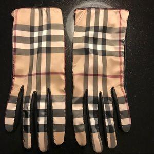Burberry women's gloves